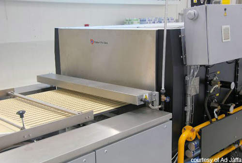 Products are cooked at high temperatures on entry to the hybrid oven but then dried and coloured further along the production line.