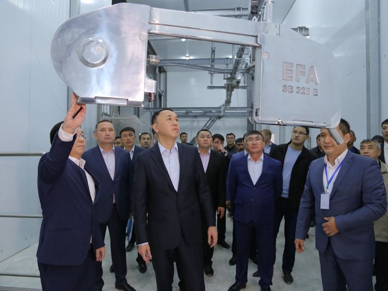 The meat processing plant features EFA SB 326 E fully-automated splitting saw machine for cattle slaughtering. Image courtesy of Mayor's Office of Kostanay Region.