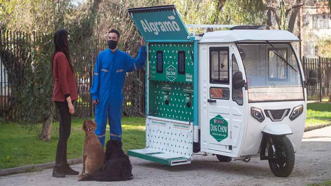 The company started a pilot programme for a bulk delivery system for Purina Dog Chow products in Chile in September 2020. Credit: Nestlé.