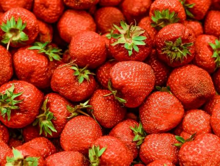 Driscoll's and Plenty to grow strawberries in vertical indoor farm