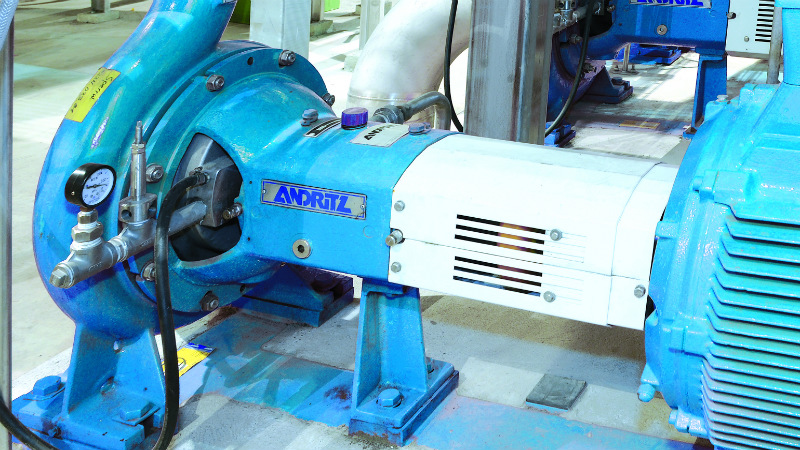 Self-priming centrifugal pump for pumping of foaming liquids.