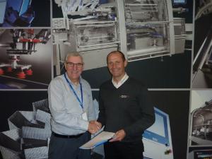 Graham Clements (left), managing director, Ishida Europe and Sverre Stenbom, managing director, Robotgrader celebrate the partnership agreement.