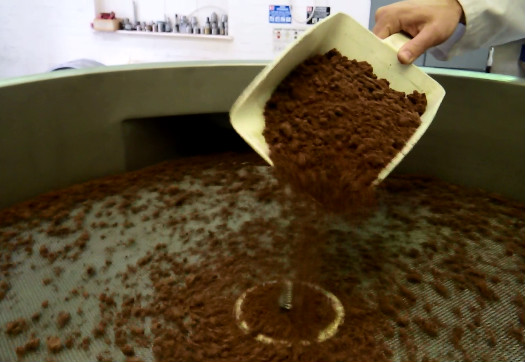 The Finex Separator accurately grades reusable chocolate brownie pieces into two fractions.
